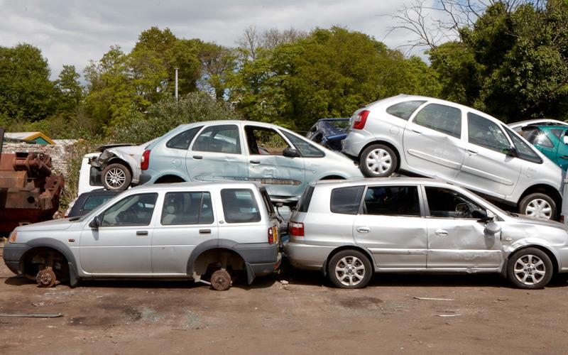 cars at breakers yard wraysbury